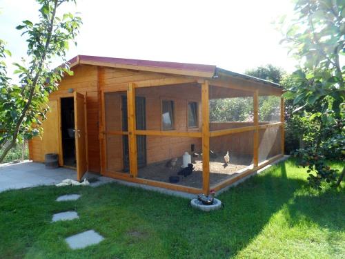 Wachtelstall aus Gartenhaus bauen